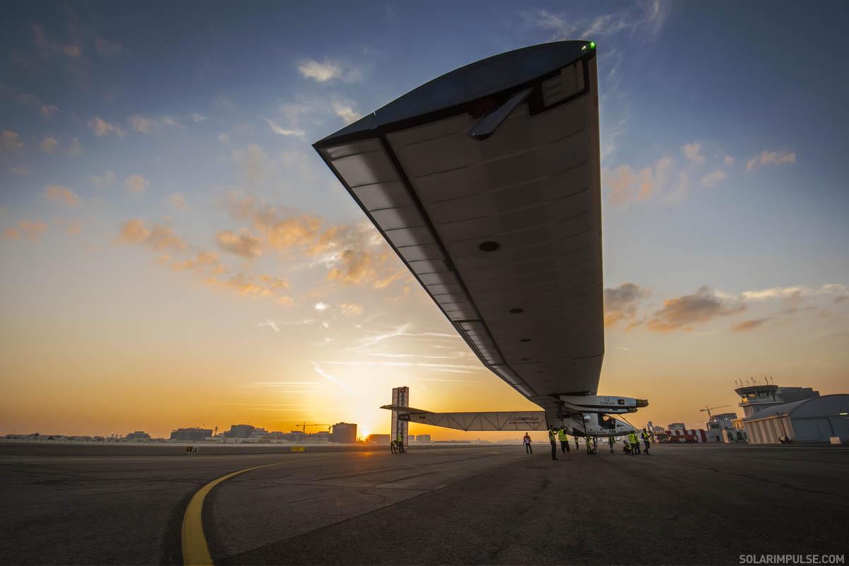 太阳能飞机 solar impulse 2 从阿布达比起飞 挑战环球飞行
